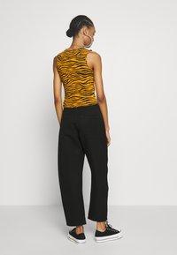 Weekday - ZOIE TROUSER - Spodnie materiałowe - black - 2