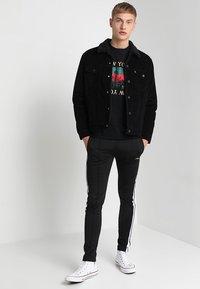 Levi's® - TYPE 3 SHERPA TRUCKER - Denim jacket - black cord better - 1
