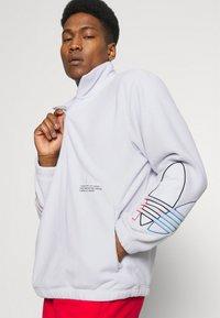 adidas Originals - TRICOL UNISEX - Felpa in pile - white - 3