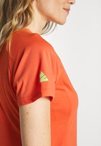 Zimtstern - PUREFLOWZ - Print T-shirt - living coral/florida keys - 4