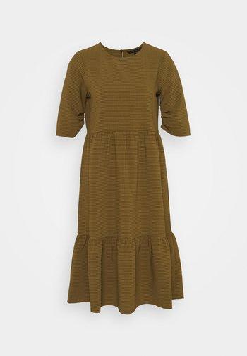 VMBEATE DRESS  - Vestido informal - fir green/light green