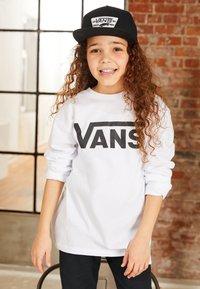 Vans - BY VANS CLASSIC LS BOYS - Maglietta a manica lunga - white/black - 5