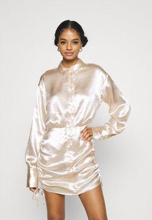 SIDNEY SHIRT DRESS - Koktejlové šaty/ šaty na párty - sandshell