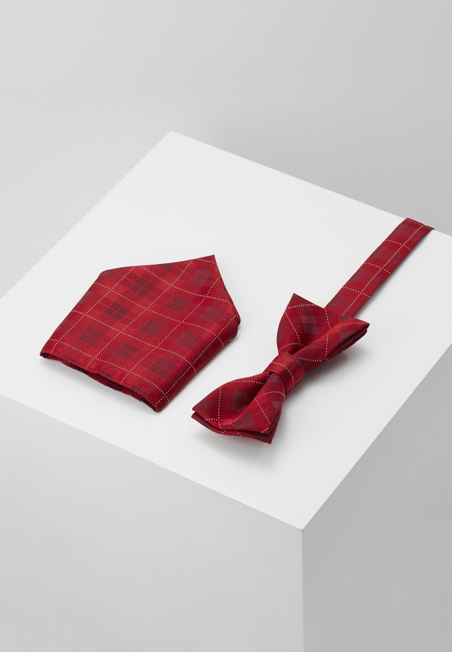 ONSTOBIAS BOW TIE BOX HANKERCHIE SET - Poszetka - pompeian red