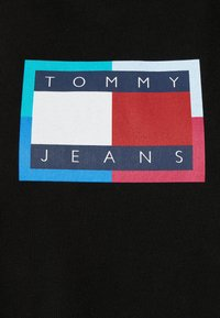 Tommy Jeans - LOGO FLAG TEE DRESS - Jersey dress - black - 5