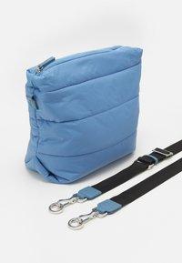 MAX&Co. - PILLOW - Bandolera - light blue - 4