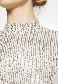 Nly by Nelly - HIGH NECK SEQUIN BLOUSE - Topper langermet - grey - 5