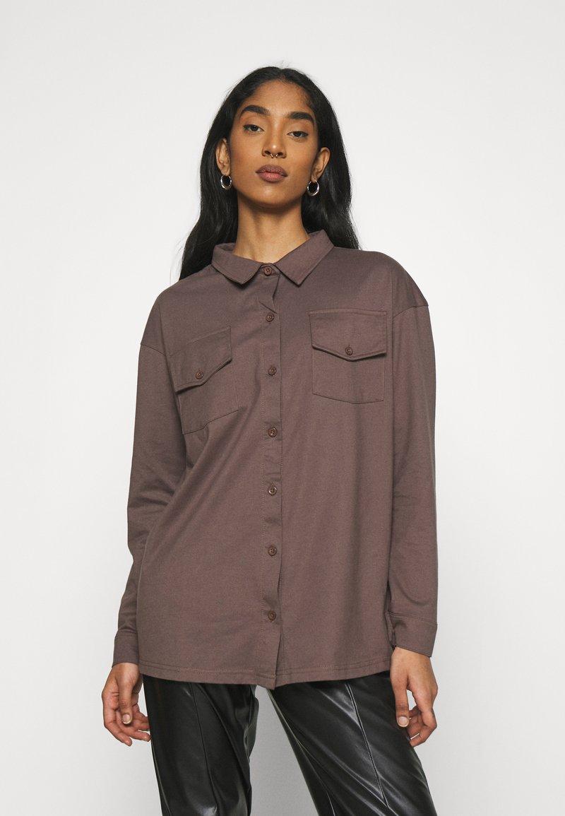 Missguided - POCKET DETAIL - Skjorte - brown