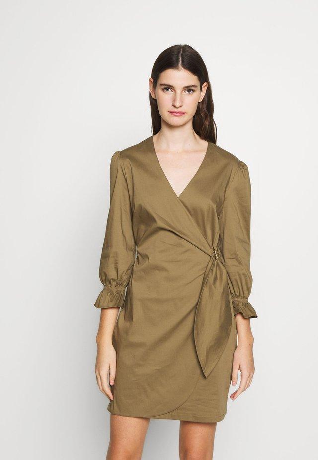 ABITO DRESS - Hverdagskjoler - iguana green