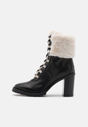 TRONCHETTO TACCO ALTO CON SIMILPELLICCIA - High heeled ankle boots - nero