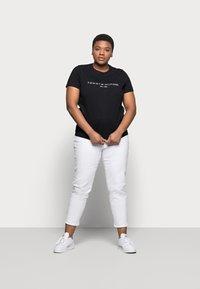 Tommy Hilfiger Curve - REGULAR TEE - Print T-shirt - black - 1