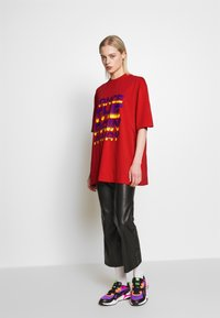 House of Holland - DANCE OVERSIZED - Print T-shirt - red - 1