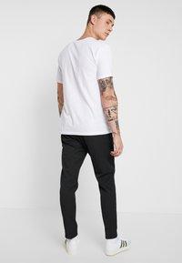 Minimum - UGGE - Trousers - dark grey - 2
