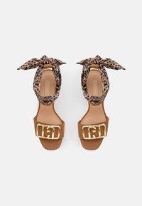 Liu Jo Jeans - HEBE  - Platform sandals - tan - 5