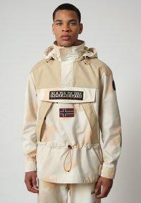 Napapijri - SKIDOO AIRBRUSH CAMO - Summer jacket - beige camou - 0