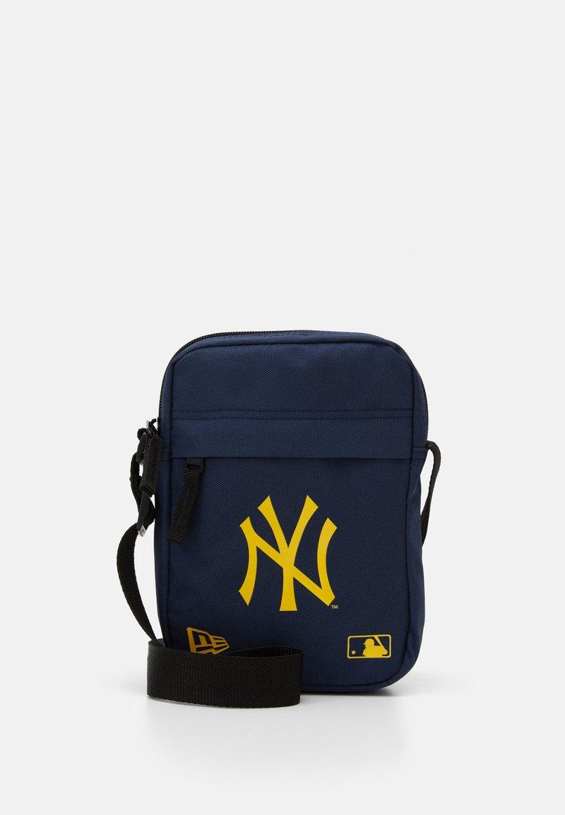 New Era - MLB SIDE BAG - Taška spříčným popruhem - dark blue