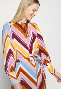Six Ames - SAMANTHA - Abito a camicia - multi-coloured - 3
