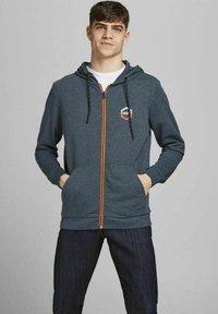 Jack & Jones - 2 PACK - Zip-up sweatshirt - navy blazer - 4