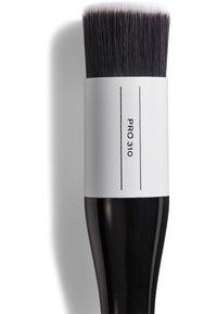 Revolution PRO - ROUND WELL BUFFING BRUSH - Makeup brush - - - 2