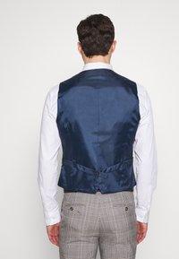 Burton Menswear London - Gilet elegante - grey - 2