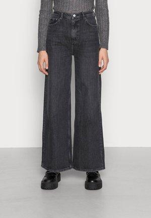 ACE - Flared Jeans - tar black