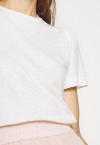 DAY Birger et Mikkelsen - CARINA - Basic T-shirt - white fog - 4