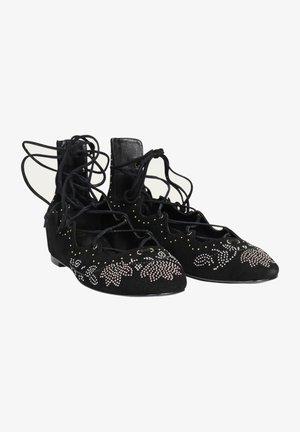 MIT VERZIERUNG - Ankle cuff ballet pumps - black