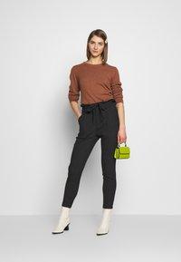 Vero Moda - VMEVA LOOSE PAPERBAG  - Pantaloni - black/salt & pepper birch - 1