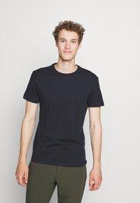 Pier One - 5 PACK - Basic T-shirt - black/dark blue - 4