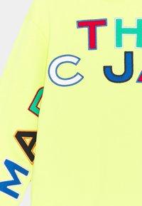 The Marc Jacobs - HOODED - Sweatshirt - lemon - 2