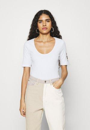 ALEXO - Basic T-shirt - bright white