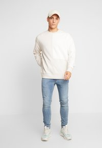 Levi's® Extra - 519™ EXT SKINNY HI-BALLB - Jeans Skinny Fit - pickels - 1