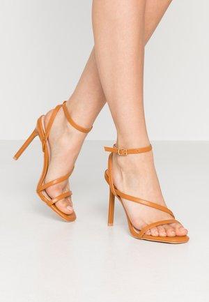 HAMPTON - Sandaler med høye hæler - dark coral pu