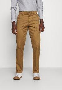 Selected Homme - SLHSTRAIGHT STOKE FLEX PANTS - Chinos - butternut - 0