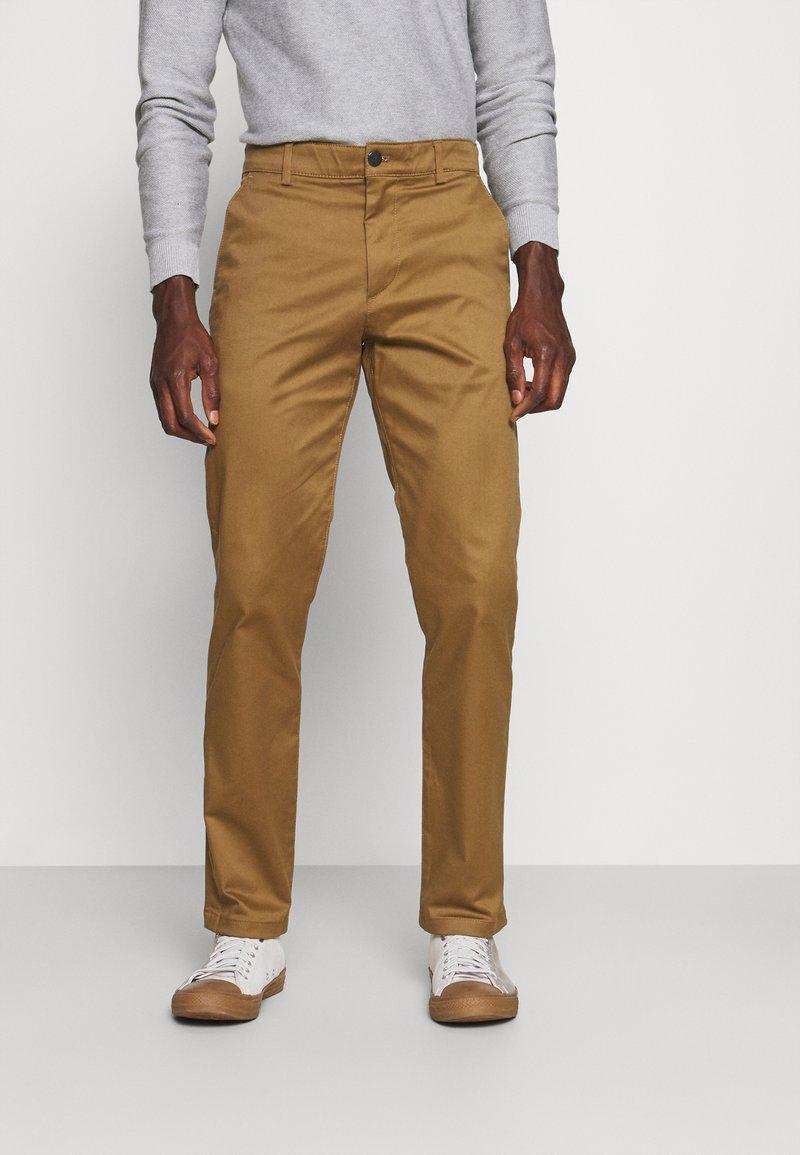 Selected Homme - SLHSTRAIGHT STOKE FLEX PANTS - Chinos - butternut