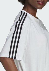 adidas Originals - OVERSIZED ADICOLOR RELAXED - Print T-shirt - white - 5