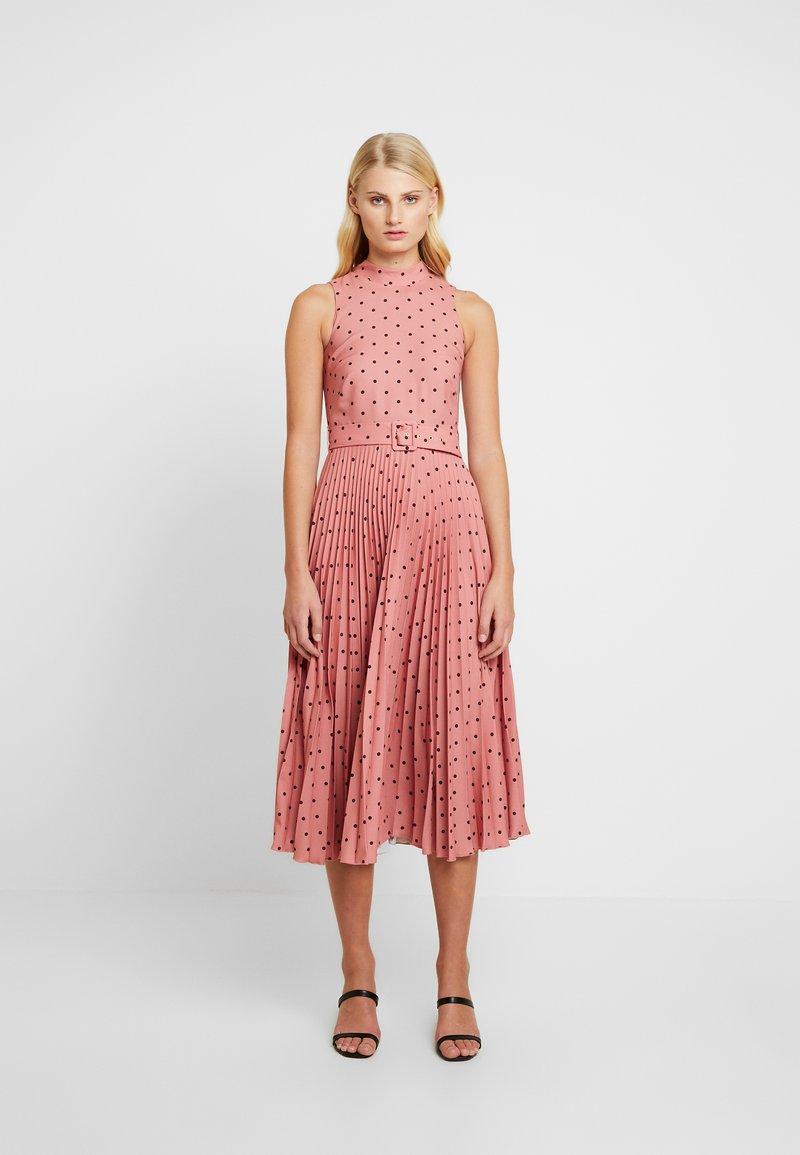 Closet - PLEATED DRESS - Day dress - rose
