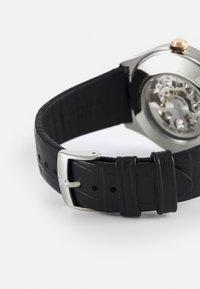 Emporio Armani - AR60018 - Orologio - black - 1