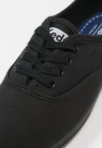 Keds - CHAMPION - Sneaker low - black - 5
