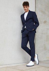 Selected Homme - SHDNEWONE MYLOLOGAN SLIM FIT - Kostuum - navy blazer - 7