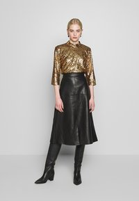 JUST FEMALE - TROYE BLOUSE - Bluser - troye gold - 1