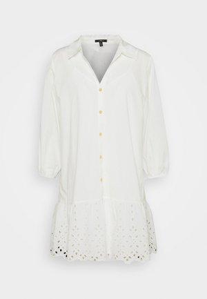 EMBROIDERED DRESS - Skjortekjole - antique white