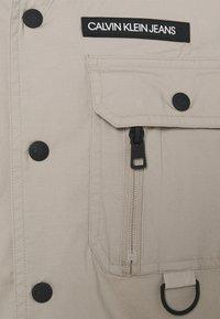 Calvin Klein Jeans - TECHNICAL CAMPER - Shirt - string - 2