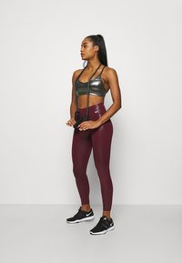 Nike Performance - INDY SHIMMER BRA - Sport BH - black/metallic gold - 1