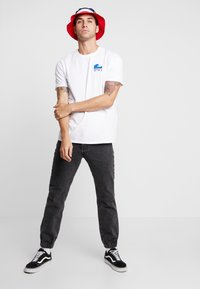 Edwin - THE WAVE - T-shirt med print - white - 1