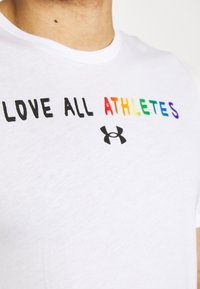 Under Armour - PRIDE COURAGE - Print T-shirt - white - 6