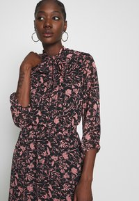 Dorothy Perkins - SHADOW FLORAL PUSSYBOW FRILL HEM DRESS - Sukienka letnia - black - 3