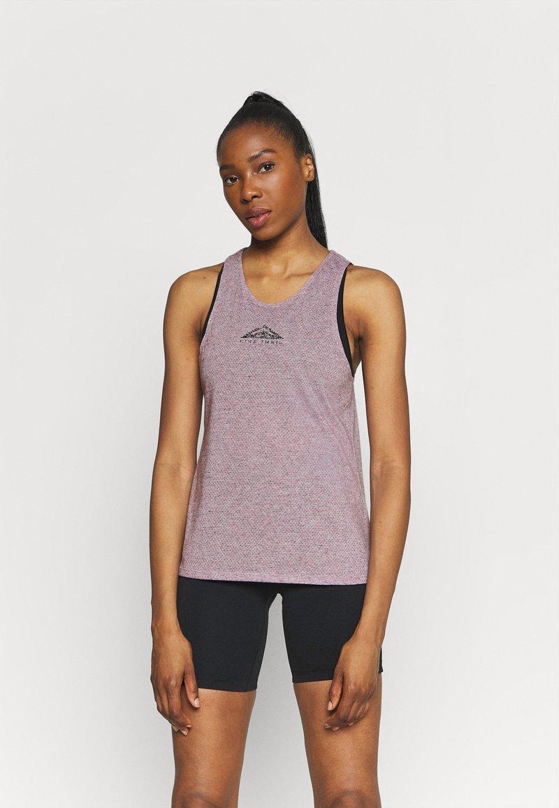 Nike Performance - CITY SLEEK TANK TRAIL - Funktionsshirt - team red/iron grey heather/reflective silver