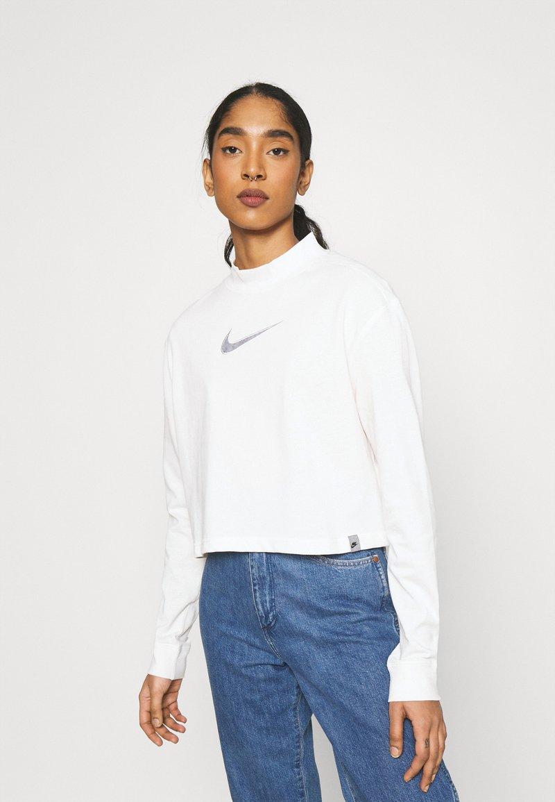 Nike Sportswear - CROP - Top sdlouhým rukávem - pure
