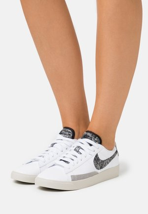 BLAZER - Sneakers - white/black/light bone